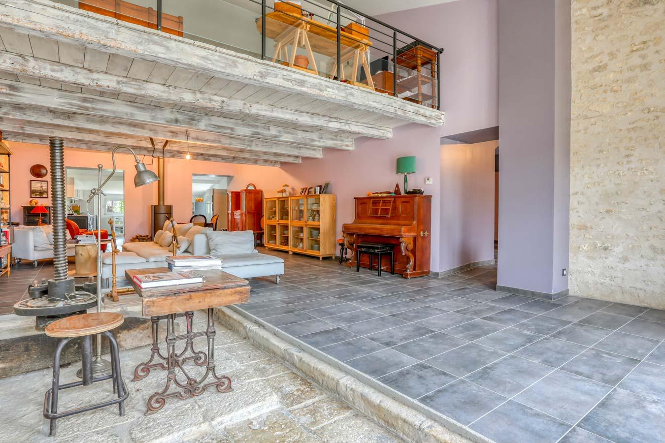 Transformation d'un chai en habitation avec mezzanine sur l'île d'Oléron